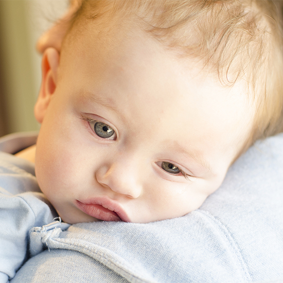 Bebek işemeden önce ağlıyor: nedenleri, tedavi